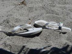 Gone swimming Vand, Flip Flops, Swimming, Spaces, Crete, Swim, Beach Sandals, Slipper, Reef Flip Flops