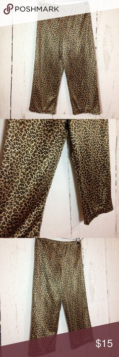 "Lillian Vernon Kids Leopard Print Stretch Pants M Lillian Vernon Kids Leopard Print Stretch Pants Medium 6-8. 100% Polyester with some stretch. Elastic waistband.   Waist 10.5""(across)      Length 24.5"" Lillian Vernon Bottoms"