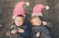 More chalk fun! would be a great Christmas card pic! (christmas cards for kids fun) Christmas Photo Cards, Xmas Cards, Christmas Photos, Family Christmas, Winter Christmas, Holiday Cards, Christmas Crafts, Trucage Photo, Photo Deco