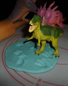 Dinosaur Prints with simple Salt Dough Salt Dough: 1 c salt, 1 c hot/boiling water and 2 cups of flour and food coloring (optional) #waldorf #preschool #toddler #homeschool #unschool #dinosaurs #saltdough #crafts https://www.facebook.com/media/set/?set=a.641861989171759.1073741833.555303977827561=1