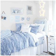 College Bedroom Decor, Cool Dorm Rooms, Dorm Room Themes, Pink Dorm Rooms, Blue Room Decor, Blue Rooms, Girl Bedrooms, Blue Teen Girl Bedroom, Blue Bedroom Ideas For Girls