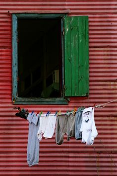 "Casa típica de ""Caminito"". La Boca, Buenos Aires, Argentina. Argentine Buenos Aires, City Boy, Argentina Travel, Paper Houses, Clothes Line, Vintage Travel, Windows And Doors, Beautiful Images, Color Inspiration"