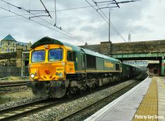Class 66 621 races through Lancaster station with the Hardendale to Guide Bridge service , Saturday Jan 2018 . Photo by Gary Severn . Electric Locomotive, Diesel Locomotive, Jan 2018, British Rail, Bahn, Lancaster, Sheds, Great Britain, Locs