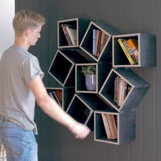 Are Baloni is a woodworker from Norway who invented a stunning bookshelf. It was created using a single sheet of plywood, and will give any book lover bookshelf envy! videos bookshelf This bookshelf can transform Folding Furniture, Space Saving Furniture, Home Decor Furniture, Diy Bookshelf Design, Creative Bookshelves, Bookshelf Ideas, Woodworking Projects Diy, Diy Wood Projects, Woodworking Plans