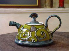 Kleurrijke keramische theepot met handgeschilderde decoratie en florale elementen, groene aardewerk theepot.  !!! KIES DE GROOTTE VAN HET MENU TE