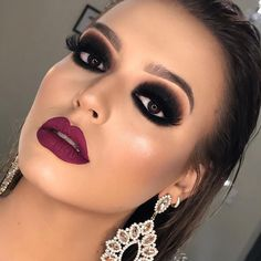 I love how the eye makeup was pulled off – Miladiesnet - Makeup Trends 2019 Makeup Trends, Makeup Inspo, Makeup Inspiration, Makeup Hacks, Beauty Trends, Makeup Ideas, Maquillaje Smokey Eyes, Smokey Eye Makeup, Lip Tutorial