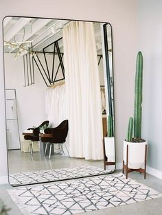oversized wall mirror, cute cactus and a Moroccan rug #WoodworkingPlansMidCentury