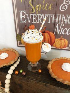Fake Cupcakes, Fake Cake, Pumpkin Deserts, Fake Pumpkins, Diy Resin Projects, Homemade Wreaths, Fake Food, Pumpkin Spice Latte, Tray Decor