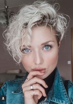 So chic curly pixie haircut 2019 Girls Pixie Haircut, Curly Pixie Haircuts, Short Curly Pixie, Chic Short Hair, Pixie Haircut For Thick Hair, Curly Hair Cuts, Curly Hair Styles, Short Haircuts, Undercut Pixie