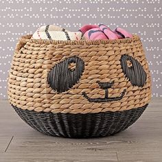 A woven panda storage basket for anyone who wants a home filled with orderly, cuddly pandas. 28 Gifts That'll Destroy You With How Cute And Useful They Are Panda Love, Cute Panda, Panda Panda, Panda Bears, Panda Kindergarten, Panda Nursery, Decorative Pebbles, Blue Ceilings, Kawaii