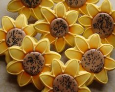 Sunflower dozen cookies 48 which can be arranged Fall Cookies, 10th Birthday Parties, Flower Food, Tree Nuts, Platter, Cookie Decorating, Nespresso, Sweets, Cakes