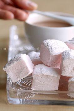 Marshmallows How To Make Marshmallows, Recipes With Marshmallows, Homemade Marshmallows, Just Desserts, Delicious Desserts, Dessert Recipes, Marshmallow Sweets, Deli Counter, Fun Deserts