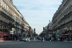 París Boulevard Voltaire el viernes. Foto: Wikimedia - Alrededor de las 15 horas, la redacción de JSSNews fue informada y realizó un monitoreo en tiempo real de la agresión a 2 jóvenes judíos parisinos por una multitud. Por razones de seguridad, se retuvo publicación del suceso hasta informar a la policía.Commons