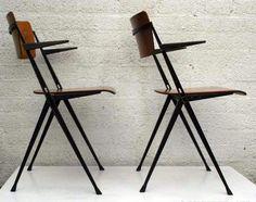 2 Pyramide stoelen Wim Rietveld met armleuningen
