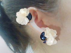 白いお花とタンザナイト スワロフスキーのイヤリング/ピアス