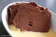 The best chocolate Marquise recipe! Ingredients: of good quality dark chocolate of sugar of sweet butter 6 eggs No Cook Desserts, Cookie Desserts, Easy Desserts, Dessert Recipes, Homemade Chocolate, Chocolate Desserts, Churros, Mousse Dessert, Sweet Butter