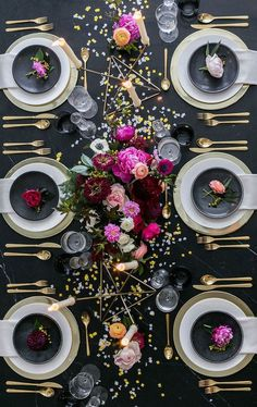 party table settings tablescapes Black and Gold New Years Eve Party Inspiration New Years Eve Dinner, New Years Eve Party, New Year Table, New Years Eve Table Setting, New Years Eve Decorations, Dinner Party Decorations, Birthday Table Decorations, Dinner Party Table, Dinner Parties