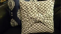 Fabric Crafts no see knot pillow to cover pillows. Sewing Pillows, Diy Pillows, Throw Pillows, Decorative Pillows, Couch Pillows, Recover Pillows, Pillow Ideas, Homemade Pillows, Cheap Pillows