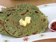 Healthy and easy to make palak paratha (Indian spinach flatbread)