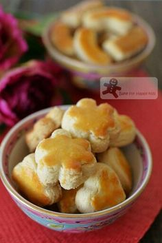 Bake for Happy Kids: Crunchy Melt-in-your-mouth Nutty Crumbly - Which is your Best Chinese Almond Cookies? Dessert Dishes, Cookie Desserts, Cookie Recipes, Dessert Recipes, Chinese New Year Desserts, Asian Desserts, Chinese New Year Cookies, Almond Meal Cookies, Peanut Cookies