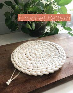 Crochet Trivet Patterns, Crochet Coaster Pattern, Crochet Potholders, Crochet Home, Crochet Yarn, Yarn Crafts, Sewing Crafts, Kid Crafts, Crochet Hot Pads