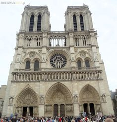 Notre-Dame Cathedral of Paris. Fascinatingly tall and remarkable from any other Gothic cathedrals I've seen. Undoubtely one of the symbols of the city. Paris In 3 Days, Paris In August, Paris 2015, Tours, Places To Travel, Places To See, Vacation Days, Travel Around Europe, Virtual Tour