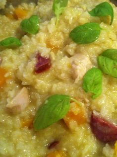 Thermomix: Chicken, Pumpkin & Chorizo Risotto I am going to try this tonight. Chicken And Chorizo Risotto, Chicken Pumpkin, Bellini Recipe, Main Meals, Quick Meals, Family Meals, Food Inspiration, Cooking Recipes, Rice Recipes