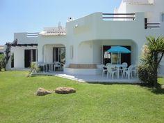 Deze gezellige acht persoons accommodatie is gelegen op een populair resort in het prachtige dorpje Albufeira. http://www.heerlijkehuisjes.nl/nl/vakantiehuizen-portugal