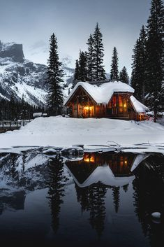 Looking for chepest places to travel? There are a lot of beautiful places around the globe which can be travelled on a tight budget and which surely do not cost a bomb. Cabin Homes, Log Homes, Tiny Homes, Future House, My House, Rustic Home Design, Winter Cabin, Winter Scenery, Cabins In The Woods