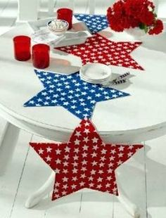 cute stars table runner-four bright stars attached by buttons. Unbutton and you have 4 place mats!!! Great idea!