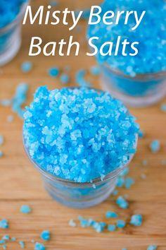Misty Berry Bath Salts Easy bath salts that turn your water blue as your soaking in a tub full of blue raspberries Kool Aid, Bath Salts Recipe, No Salt Recipes, Bath Recipes, Diy Scrub, Diy Spa, It Goes On, Homemade Beauty Products, Tips Belleza