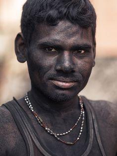 Portrait Kohlearbeiter / Indien / Coal Worker - Air-Shots.ch die professionelle high-end Luftbilder / Luftaufnahmen / Drohnen Fotografie Adresse in der Schweiz