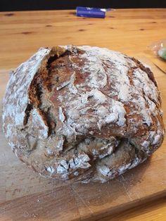 Rustikales Brot im Bräter Vegan Cake vegan cake classes Pampered Chef, Law Carb, White Pizza Recipes, Cake Vegan, Rustic Bread, Pizza Hut, Roasting Pan, Pumpkin Bread, Baking Classes