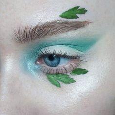 s p e a r m i n t | Products: @katvondbeauty Pastel Goth palette (gloom) + Metal matte palette (ignite) | Brows: @artdeco_cosmetics brow gel + @narsissist Bellissima duo | #mua #makeupartist #artist #eyes #blueeyes #freckles #skin #mine #mywork #eyemakeup #eyeshadow #cutcrease #editorial #editorialmakeup #brows #lashes #katvond #katvondmakeup #pastelgoth #pastelgothpalette #metalmatte #metalmattepalette #mint #green #floral #floralmakeup #flower #nature
