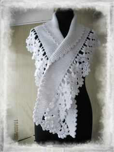 Combined crochet and knitting: floral lace tape as edging and Baktus, a very simple knit shawl in garter stitch. Baktus - + pizzo (v. Crochet Blouse, Crochet Poncho, Knitted Shawls, Crochet Scarves, Irish Crochet, Crochet Clothes, Crochet Lace, Crochet Stitches Patterns, Crochet Designs