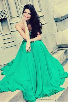 green dress on kendall = gorgous