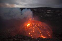 Bilder aus Hawaii: Lavasee läuft über      Im Krater des Vulkans Kilauea auf...