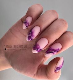 The trend of almond shape nails has been increasing in recent years. Many women who love nails like almond nail art designs. Almond shape nails are suitable for all colors and patterns. Almond nails can be designed to be very luxurious and fashionabl Cute Nails, Pretty Nails, My Nails, Halloween Nail Designs, Halloween Nail Art, Halloween 2020, Short Nail Designs, Nail Art Designs, Acrylic Nails Natural
