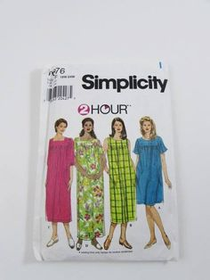 This Simplicity pattern, number 7676, has not been cut into. All original pattern pieces are factory fold and instructions are included. The pieces are in pristine, never-used condition. Misses Housecoat, Dress, Muu-muu - Loose-fitting pullover dress with options for sleeves, length, pockets and neckline.  Published in 2001, the pattern is for a size 18W-20W-22W-24W-26W.  Bust: 40 - 46   This product comes from a smoke free home. I am happy to ship internationally.