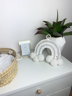 Rope Crafts, Fun Crafts, Arts And Crafts, Macrame Hanging Planter, Hanging Planters, Rose Pompon, Baby Toys, Baby Baby, Rainbow Wall