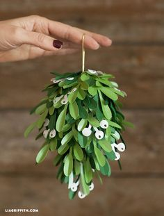 diy paper mistletoe kissing ball
