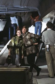"Carrie Fisher and Mark Hamill fooling around on ""Return of the Jedi"" Images Star Wars, Star Wars Pictures, War In Space, Disneysea Tokyo, Sherlock, Star Wars Cast, Samurai, Fandoms, Star War 3"