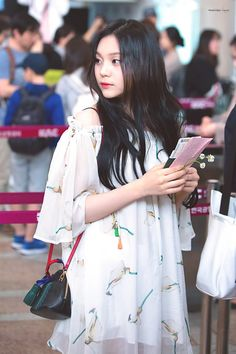 Gfriend at Airport To Japan Cr: owner Heizesh South Korean Girls, Korean Girl Groups, Gfriend And Bts, Kim Ye Won, Cloud Dancer, G Friend, Airport Style, Airport Fashion, Ballerina