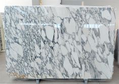 Amazing arabescato marble from Corchia quarry - 2 cm slabs polished finish Arabescato Marble, White Marble, Natural Stones, Facade, Around The Worlds, Exterior, Interior Design, Antiques, Amazing