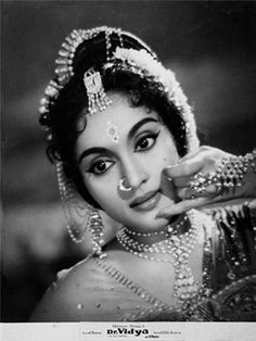 One of the great actresses of bollywood! the lovely and talented Vyjayanthimala. Vintage Bollywood, Indian Bollywood, Bollywood Stars, Indian Celebrities, Bollywood Celebrities, Bollywood Actress, Indian Goddess, Vintage India, Old Actress