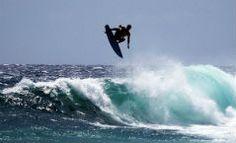 almasurf.com Havaiano Albee Layer aterrissa primeiro double alley oop da história