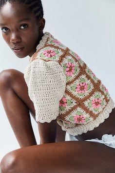 Hand Crochet, Hand Knitting, Knit Crochet, Crochet Hats, Crochet Designs, Crochet Patterns, Floral Sweater, Mode Chic, Granny Squares
