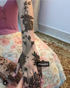 Beautiful Mehndi Design - Browse thousand of beautiful mehndi desings for your hands and feet. Here you will be find best mehndi design for every place and occastion. Quickly save your favorite Mehendi design images and pictures on the HappyShappy app. Khafif Mehndi Design, Mehndi Designs 2018, Mehndi Design Pictures, Wedding Mehndi Designs, Beautiful Mehndi Design, Mehndi Designs For Hands, Mehndi Images, Modern Henna Designs, Henna Tattoo Designs Simple