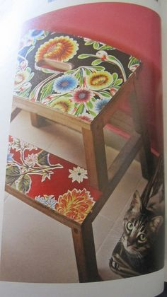 Mod podge using material, scrapbook paper or classic oilcloth. Decoupage Furniture, Recycled Furniture, Furniture Projects, Painted Furniture, Space Crafts, Home Crafts, Diy Crafts, Ikea Bekvam, Mod Podge Crafts
