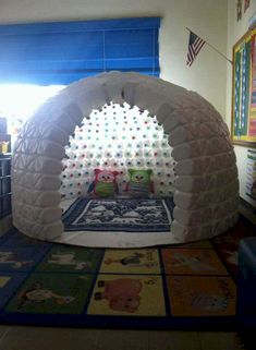 Looking for a really fun recycling DIY project! Here is one both you and your children will LOVE! Recycling at its Finest: How to Build a Magnificent Milk Jug Igloo, Creative and easy project to entertain kids. Cool Diy Projects, Projects For Kids, Diy For Kids, Craft Projects, Recycling Projects, Milk Jug Crafts, Bottle Crafts, Kids Crafts, Diy And Crafts
